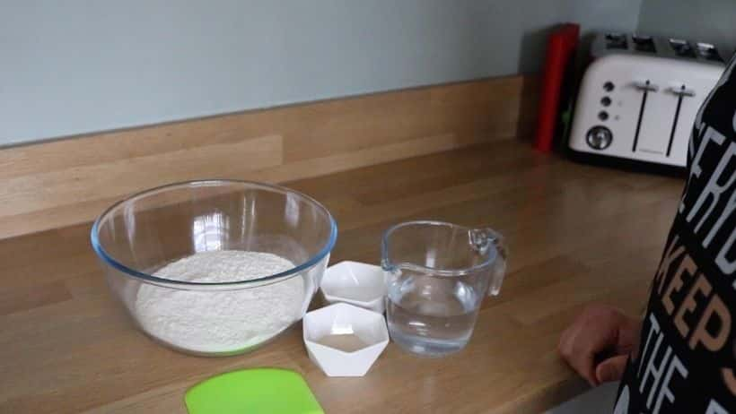 4 Ingredients For Neapolitan Dough